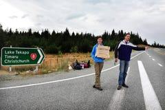 Autoestop en Nueva Zelanda imágenes de archivo libres de regalías