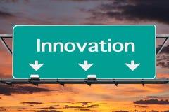 Autoestrada ao sinal de estrada da inovação Fotos de Stock