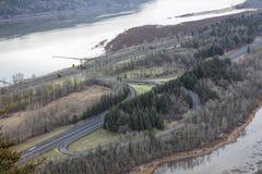 Autoestrada 84 de um estado a outro ao longo do Rio Columbia Foto de Stock Royalty Free