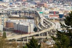 Autoestrada de um estado a outro sobre a ponte de Marquam em Portland Imagem de Stock