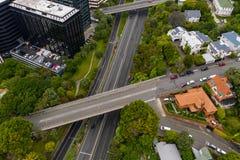 Autoestrada estadual 1, passagem superior através de Wellington Urban Motorway aéreo fotografia de stock