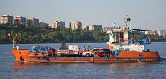 Autofähre auf dem Donau-Fluss (Rumänien) Lizenzfreie Stockfotos