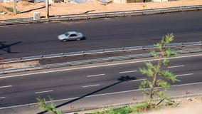 Autofahren auf eine Landstraße in Tabriz, der Iran stock video