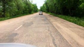 Autofahren auf einer Land-Straße POV, Gesichtspunktfront, Tag stock video
