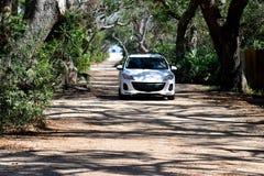 Autofahren auf Schotterweg Lizenzfreies Stockfoto