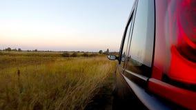 Autofahren durch die Landschaft stock video