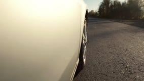 Autofahren ist eine Landstraße Rad, das POV spinnt stock video