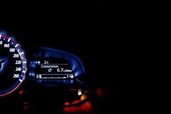 Autogeschwindigkeitsmesser-Informationsanzeige - Durchschnittsverbrauch informieren sich Stockbilder
