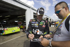 Autographe de signes de Carl Edwards Photo stock