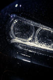 Autokoplamp met regendalingen stock foto's