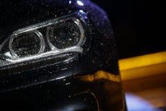 Autokoplamp met regendalingen royalty-vrije stock foto's