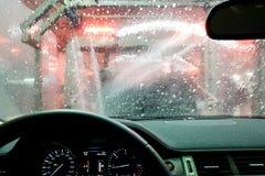 Autolavaggio attraverso una finestra Fotografia Stock Libera da Diritti