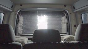Autolavaggio automatico professionale con l'ultime attrezzatura, rimozione e pulizia della sporcizia dall'automobile, dentro, len stock footage
