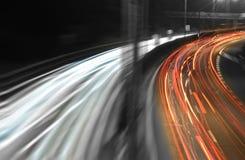 Autoleuchten auf einer Datenbahn stockfoto