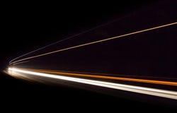 Autoleuchtespuren im Tunnel Stockfotografie
