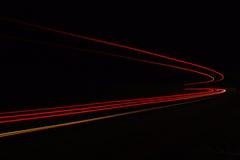 Autoleuchtespuren im Tunnel Stockbilder