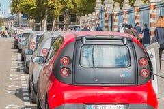 AUTOLIB samochód parkujący i dostępny klienci Zdjęcia Royalty Free