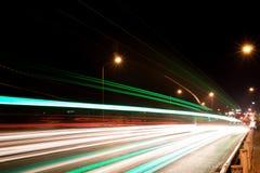 Autolicht op de weg Stock Afbeeldingen