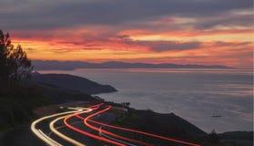 Autolichten in de weg Royalty-vrije Stock Foto's