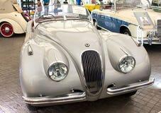 Automóvil descubierto de Jaguar XK 120 3442 cc en la exhibición. Fotos de archivo libres de regalías