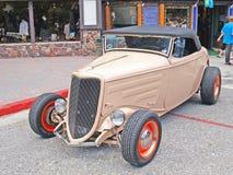 Automóvil descubierto de la cómoda con patas altas de Ford Imagenes de archivo