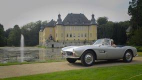 Automóvil descubierto de la obra clásica de BMW 507 almacen de video