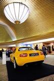 Automóvil descubierto de Mazda MX-5 en la visualización fotos de archivo