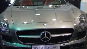 Automóvil descubierto del Benz SLS AMG de Mercedes metrajes
