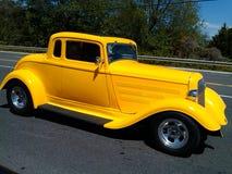 Automóvil descubierto del vado del amarillo 32 del coche de carreras Imagenes de archivo
