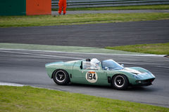 1965 automóvil descubierto raro de Ford GT40 en el circuito de Monza Imagenes de archivo