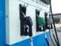 Automaat bij brandstofautomaat in het benzinestation royalty-vrije stock afbeelding