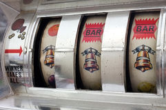 Automat do gier z trzy dzwonów najwyższą wygraną Obrazy Royalty Free