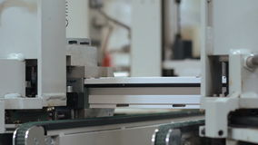 Automat für PVC-Abschnitte von Fenstern zusammen haften stock video