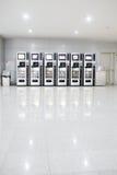 Automaten met chocolade en koude drank Stock Foto