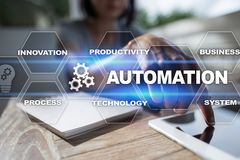 Automationbegrepp som en innovation och att förbättra produktivitet i teknologi- och affärsprocessar arkivbild