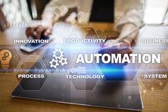 Automationbegrepp som en innovation och att förbättra produktivitet i teknologi- och affärsprocessar arkivfoton
