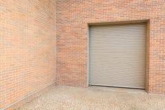 Automatique enroulez la porte d'entrepôt Images stock