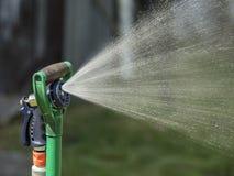 Automatisch Sproeier het Water geven Systeem thuis close-up Stock Afbeeldingen