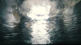 Automatische autowasserettemening van binnenuit de auto stock footage