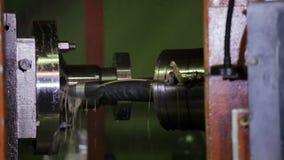 Automatische boringsmachine in industriële actie stock videobeelden