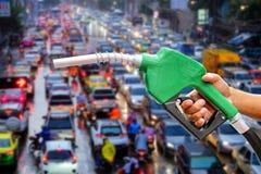 Automatische Düse, zum des Nachfüllungsöls zu machen Stockbild