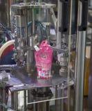 Automatische de verpakkingsmachine van de spuitenzak royalty-vrije stock afbeelding