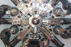Automatische draad buigende machine stock afbeeldingen