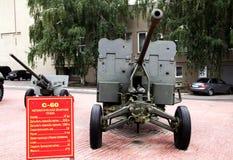 Automatische Fliegerabwehrkanone S-60 nahe der Militäreinberufung von Lizenzfreies Stockbild