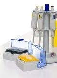 Automatische geïsoleerdeh pipetten en uiteinden, Stock Foto's
