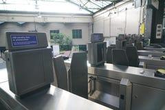Automatische Kaartjespoort in Edgware-Road Ondergrondse Post Stock Fotografie