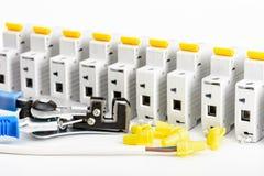 Automatische stroomonderbrekers Toebehoren voor veilige en veilige elektrische installatie Elektromateriaal, bescherming en contr stock foto's