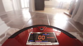 Automatische Vacuümrobot die de Huisvloer zelf schoonmaken stock videobeelden