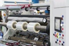 Automatische Verpackungsmaschine mit Plastiktasche und Papierkasten Lizenzfreie Stockfotografie