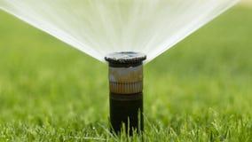 Automatisches Bewässerungssystem der Düse gegen Lizenzfreie Stockfotografie